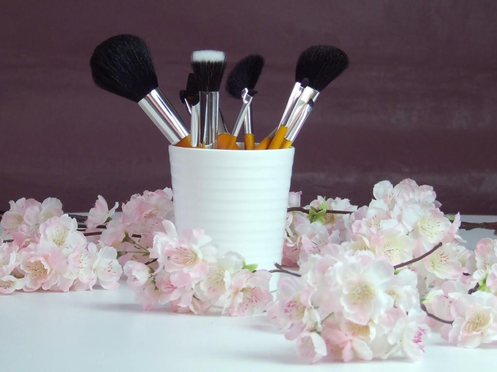 comment bien nettoyer ses pinceaux maquillage. Black Bedroom Furniture Sets. Home Design Ideas